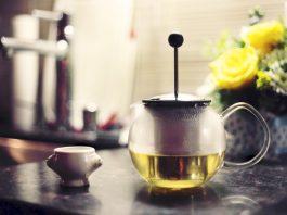 Herbal-tea-garden-teapot